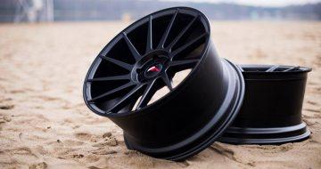 5 llantas Japan Racing para coche con acabado en negro